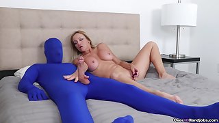 Inner full-grown plays with her male slave in extra kinky fetish