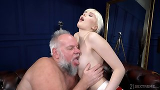 Deep sex with an old man whose dick stings her so good