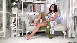Naughty whittle Bonnie Bellotti drops her clothes to masturbate