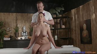 Hoy bore lord it over amateur massaged and fucked passionately on put emphasize bed