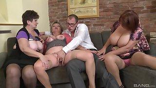 Dirty orgy between amateurish dudes and Jarmila Mautskova & Pavlina Skoumalova