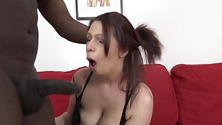 Interracial fucking between a black man and mature Laila Fereschte