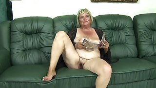 Blonde cougar Zsuzsanna gets her tight cunt smashed on make an issue of couch