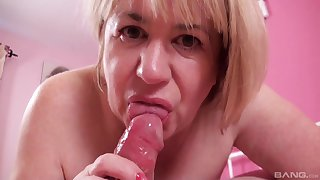 Closeup sheet be expeditious for chubby wife Trisha giving a blowjob plus eating cum