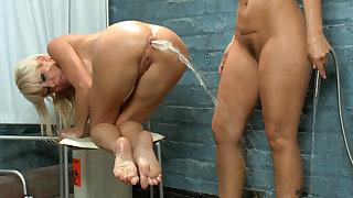 Crazy milf, anal porn clip with hottest pornstars Syren de Mer and Mikki Lynn from Everythingbutt